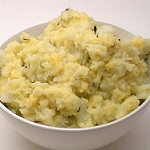 Roasted Garlic & Cheddar Mashed Cauliflower